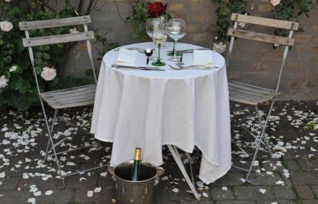 1024-nyd-hinanden-i-vores-hyggelige-gaard-pihlkjaer-restaurant
